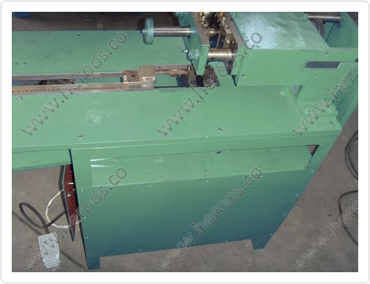 Double Knives Cut Machine for Gaskets 4